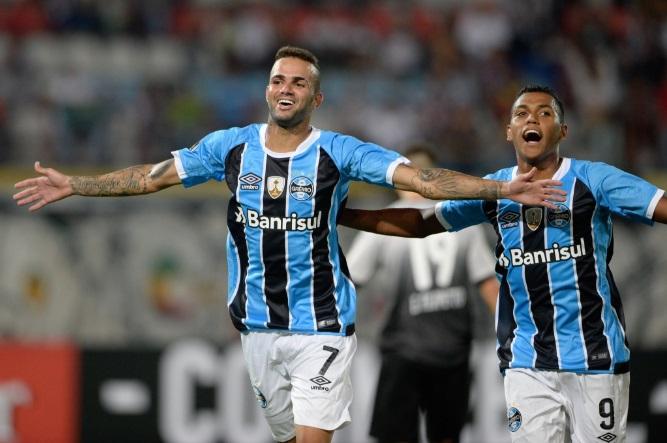 emissora-argentina-comete-gafe-com-atacante-do-gremio-em-transmissao-Futebol-Latino-10-03