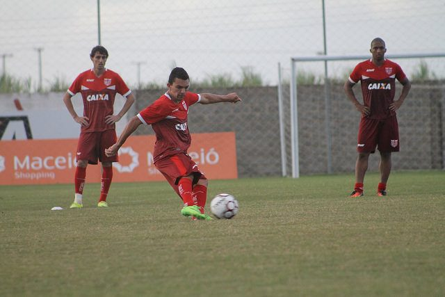 decisao-decisao-lateral-do-crb-expressa-sentimento-do-grupo-briga-pelo-g4-Futebol-Latino-28-08