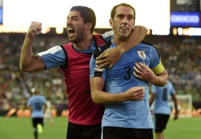 godin-todo-elogios-dedicacao-luis-suarez-ajudar-uruguai-Futebol-Latino-28-08