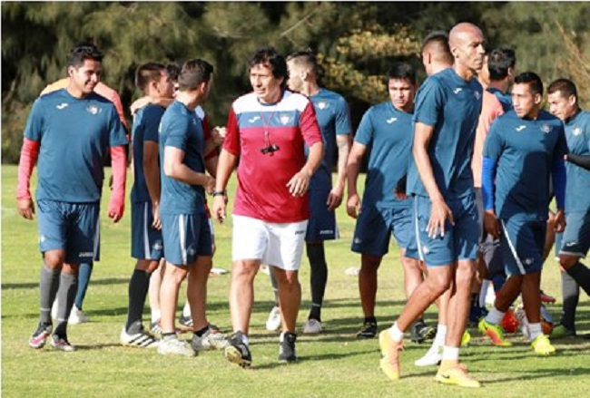 em-clima-decisivo-e-papel-de-medico-guillermo-pena-chega-ao-wlstermann-Futebol-Latino-11-11