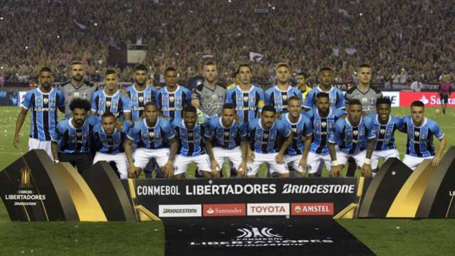 sobrou-ate-para-o-flamengo-na-comemoracao-do-titulo-do-gremio-Futebol-Latino-30-11