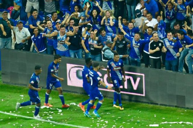 com-goleada-emelec-abre-grande-vantagem-na-final-do-equatoriano-Futebol-Latino