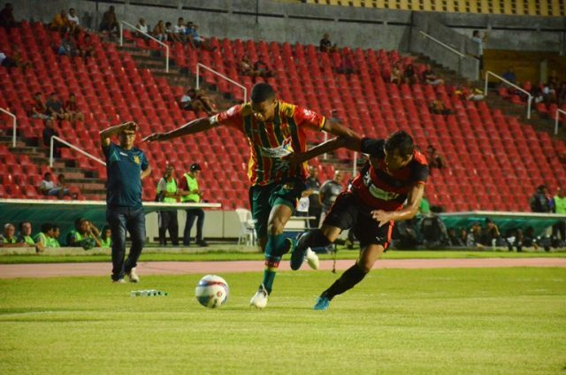 em-muita-briga-e-pouco-futebol-superclassico-maranhense-termina-empatado-Futebol-Latino-03-02