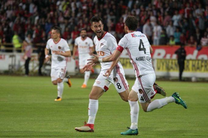 playoff-de-acesso-na-turquia-teve-confronto-brasileiro-em-destaque-Futebol-Latino-15-05
