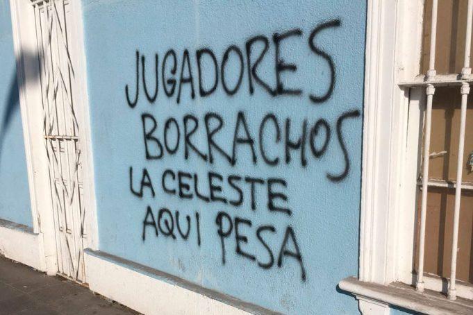 depois-de-goleada-sede-do-iquique-amanhece-pichada-com-ameacas-Futebol-Latino-12-06