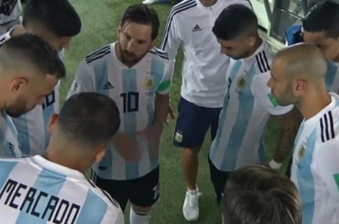 tv-capta-palavras-de-messi-a-seus-companheiros-no-intervalo-Futebol-Latino-26-06