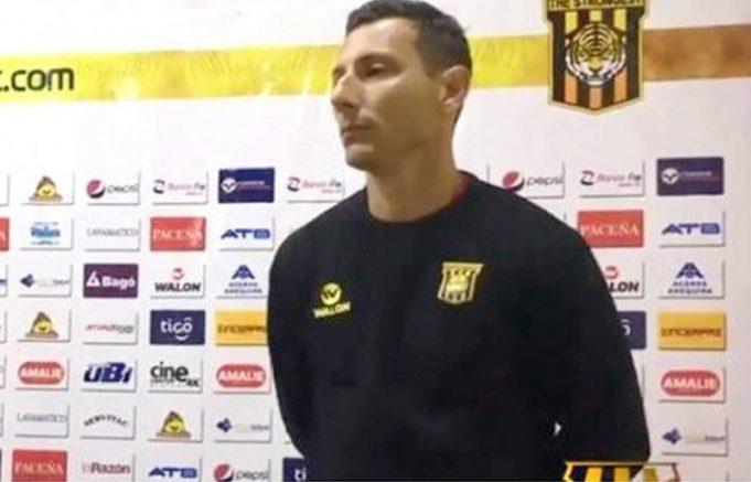 pablo-escobar-pede-que-dois-jornalistas-nunca-mais-entrem-no-the-strongest-Futebol-Latino-03-07
