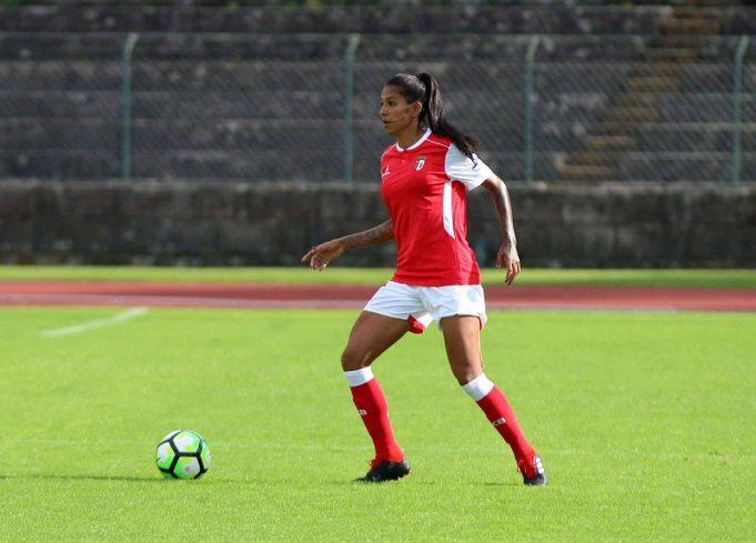 grata-a-santos-e-corinthians-zagueira-brasileira-hoje-brilha-no-futebol-portugues-Futebol-Latino-13-12
