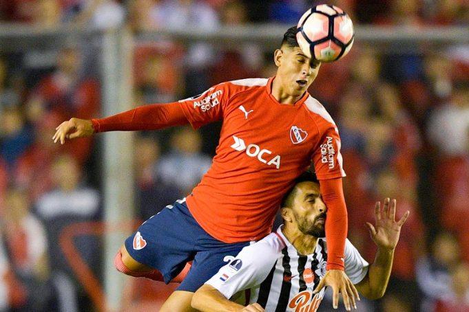 alan-franco-zagueiro-do-independiente-se-envolve-em-acidente-de-carro-Futebol-Latino-14-01