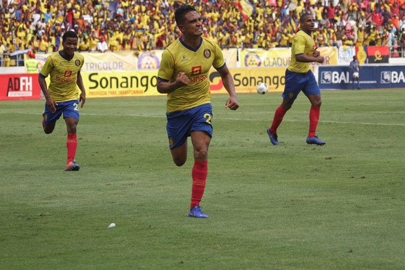Tiago Azulão consegue feito histórico no futebol de Angola 59b778487b9c5