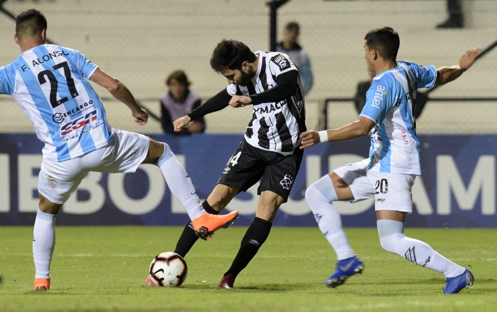 Em duelo brigado, Montevideo Wanderers e Cerro ficam no 0 a 0
