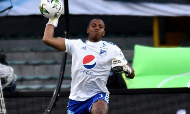 fifa-se-rende-a-sequencia-incrivel-de-defesas-feita-na-colombia-Futebol-Latino-11-03