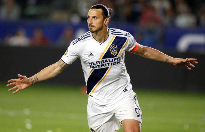 ibrahimovic-volta-a-marcar-golaco-em-partida-da-major-league-soccer-Futebol-Latino-03-06