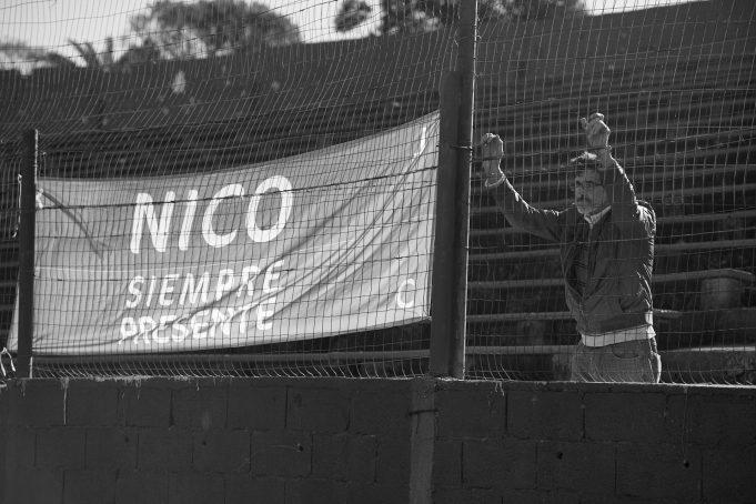 no-uruguai-torcedor-vai-a-todos-os-jogos-do-rival-para-homenagear-o-filho