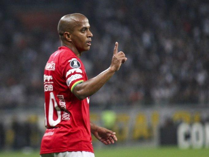 serginho-da-entrevista-pela-primeira-vez-falando-sobre-caso-de-racismo-Futebol-Latino-21-03