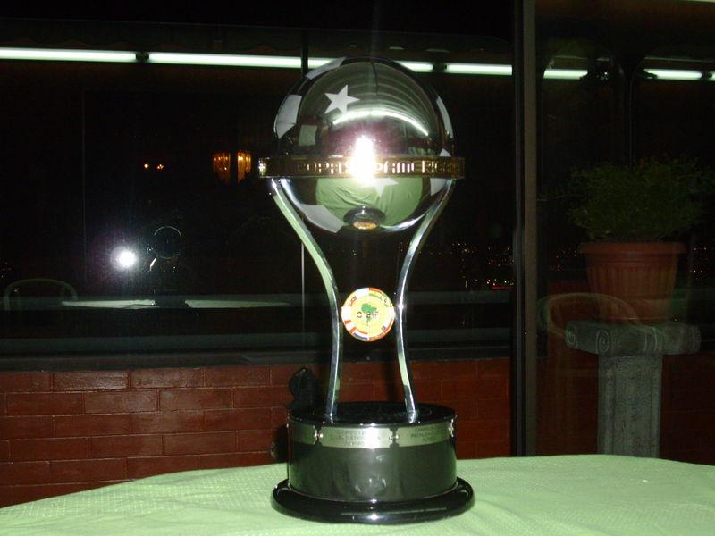 Troféu-Copa-Sul-Americana-Futebol-Latino-10-08