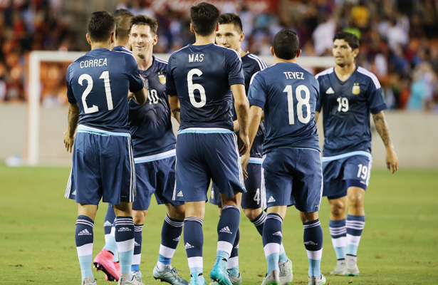 Argentina-impiedosa-amistosos-latinos-Futebol-Latino-05-09