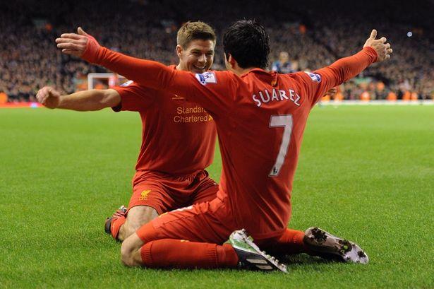 Gerrard-rasgando-elogios-Suárez-Futebol-Latino-15-09