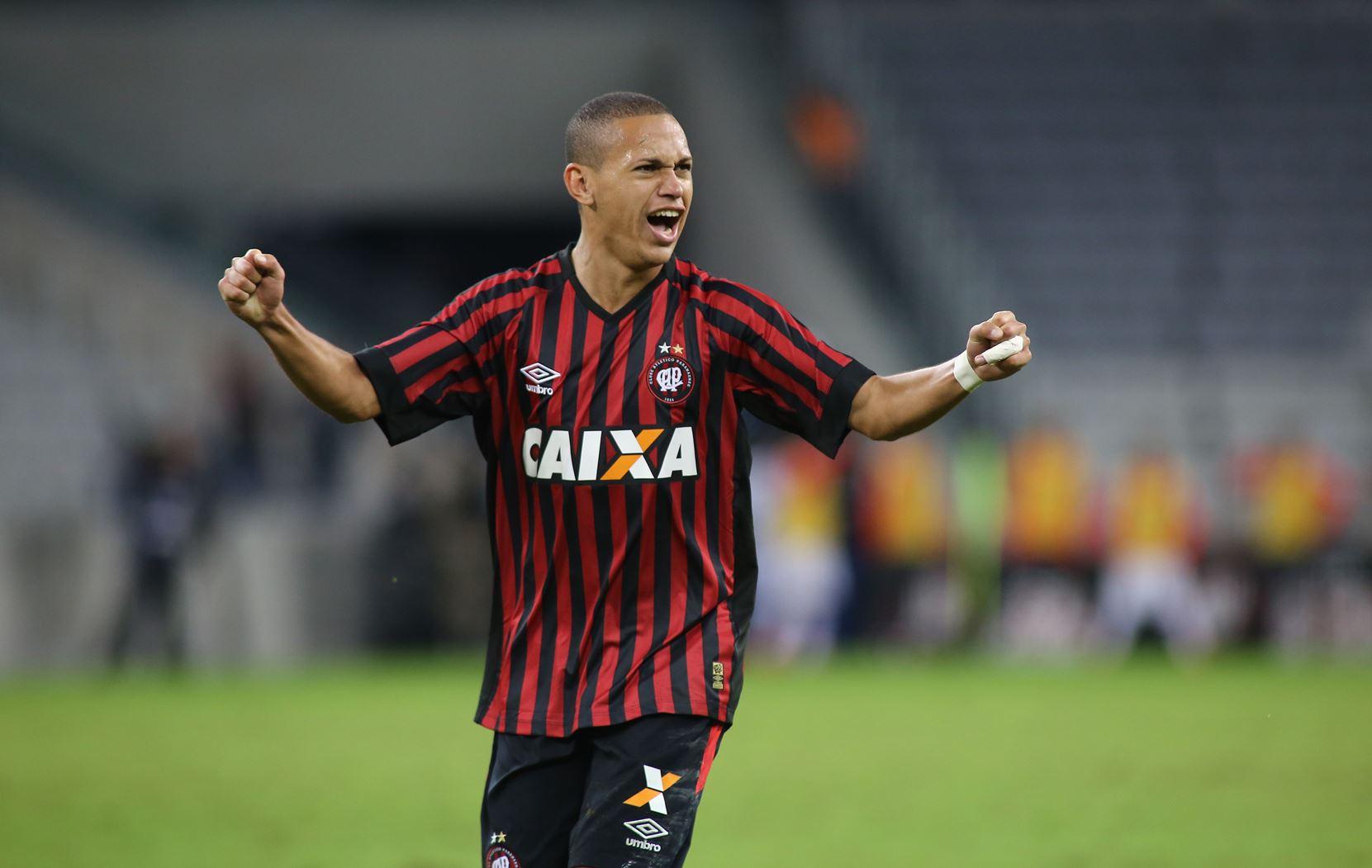 Marcos-Guilherme-100-jogos-Atlético-PR-Futebol-Latino-02-09