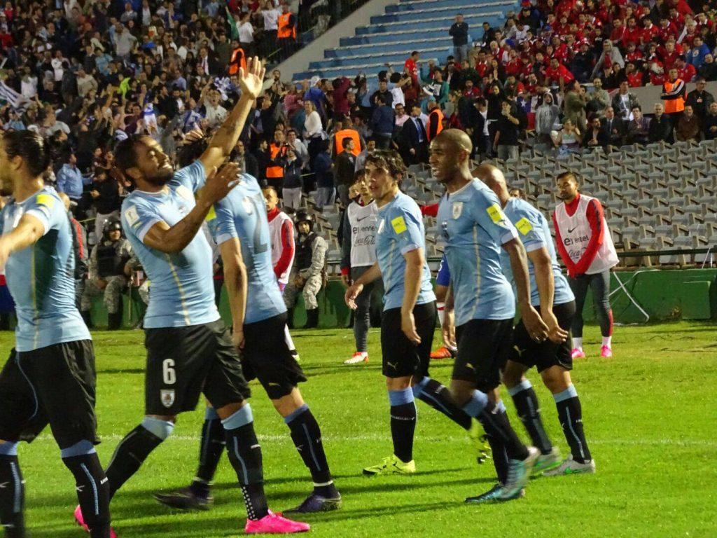 Uruguai-vence-Chile-no-jogo-aéreo-Elimiantórias-Futebol-Latino-17-11