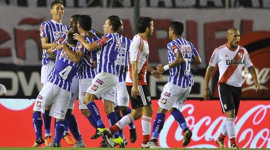 Godoy-Cruz-vence-River-Plate-erro-arbitragem-Futebol-Latino-19-02