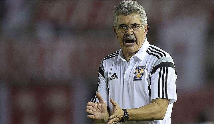 amistoso-tuca-ferretti-nao-perdoa-torcedor-corneteiro-solta-verbo-Futebol-Latino-04-07