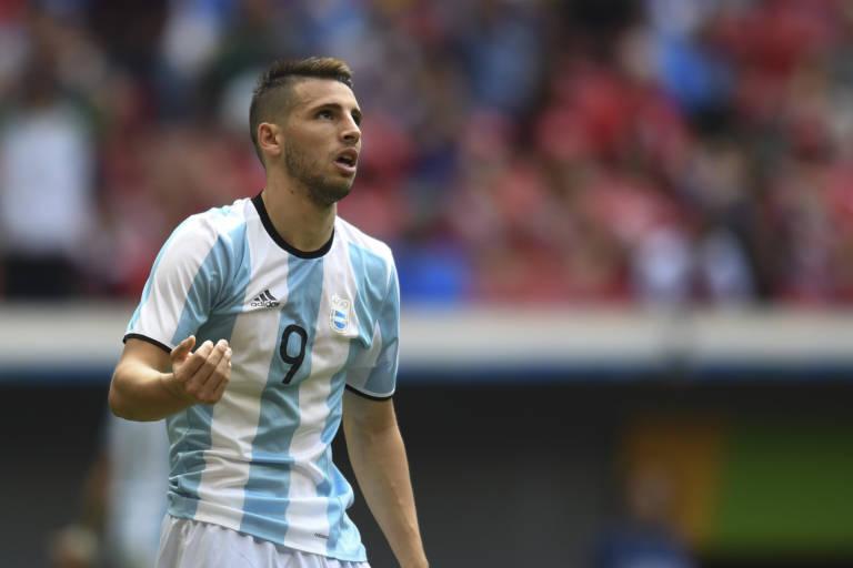 west-ham-dispensa-atacante-argentino-que-atuou-na-rio-2016-Futebol-Latino-25-05