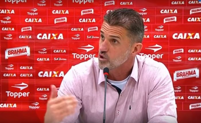 tecnico-do-vitoria-discorda-de-numeros-apresentados-ou-voce-e-corintiano-Futebol-Latino-20-08