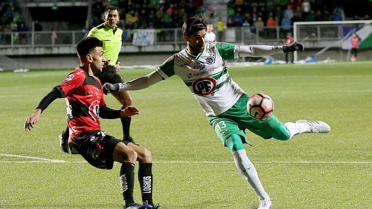 criticado-loco-abreu-responde-gesto-torcida-gol-pelo-puerto-montt-Futebol-Latino-11-09
