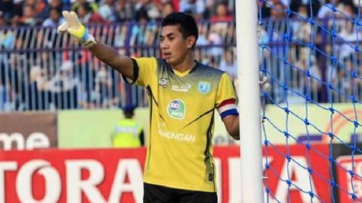 jogador-morre-apos-choque-colega-equipe-na-indonesia-Futebol-Latino-16-10