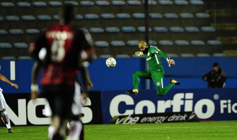 sofremos-mais-do-que-deviamos-reconhece-danilo-fernandes-Futebol-Latino-14-11