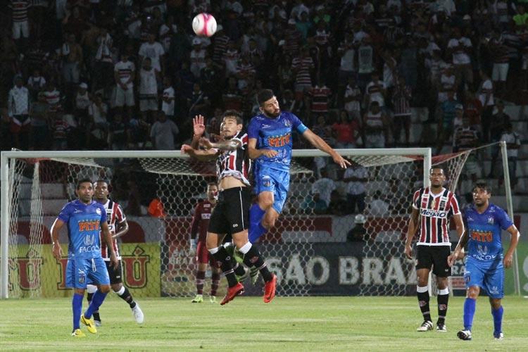 tudo-igual-para-santa-cruz-e-vitoria-das-tabocas-em-pernambuco-Futebol-Latino-18-01