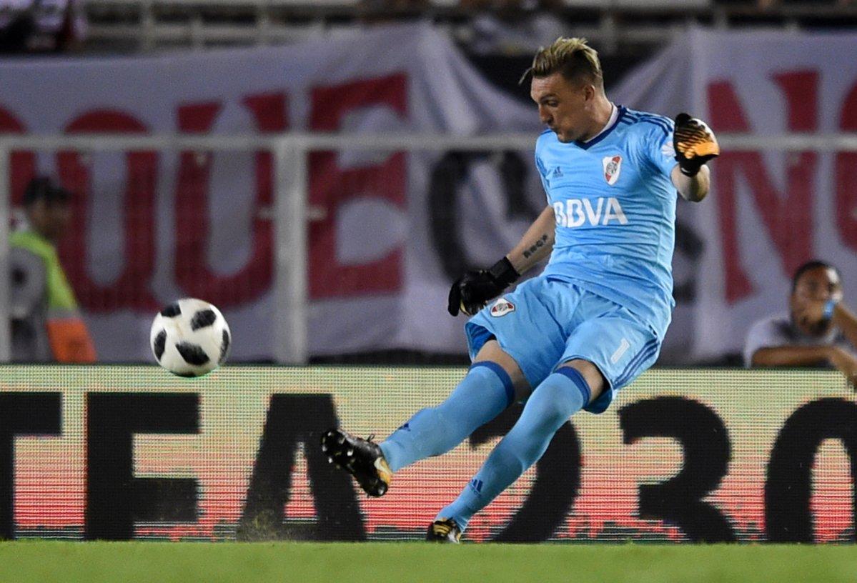 estreia-de-armani-tem-golaco-de-scocco-e-vitoria-do-river-plate-Futebol-Latino-04-02