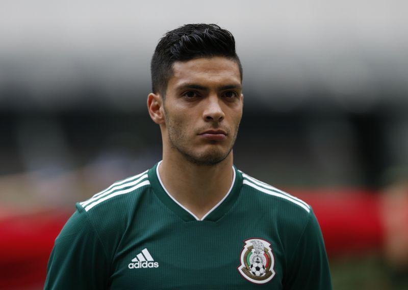 atacante-mexicano-perde-primeiro-penalti-da-carreira-em-estreia-por-novo-clube-Futebol-Latino-24-07