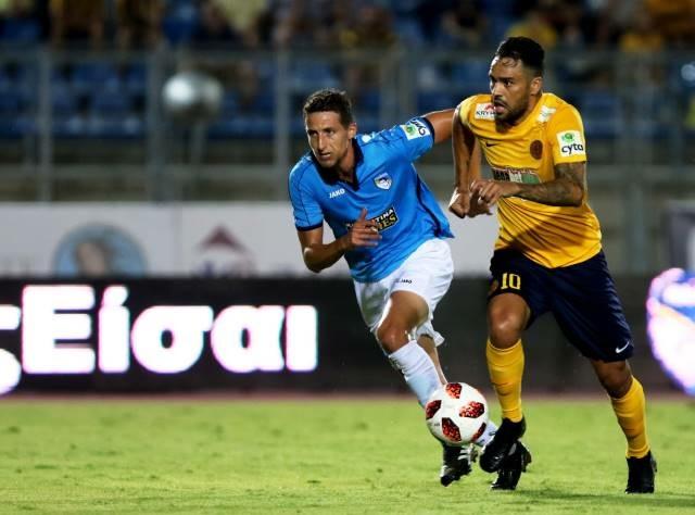 alex-da-silva-mira-triunfo-em-classico-para-encerrar-ano-na-ponta-Futebol-Latino-22-12