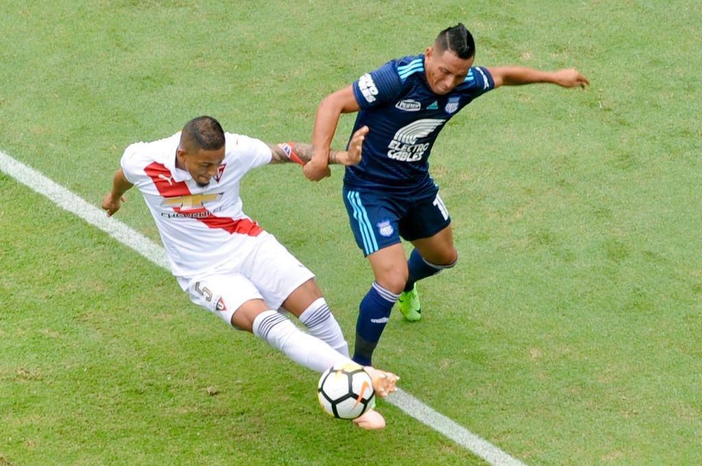 emelec-segura-empate-contra-a-ldu-e-chega-na-frente-para-decisao-Futebol-Latino-03-12