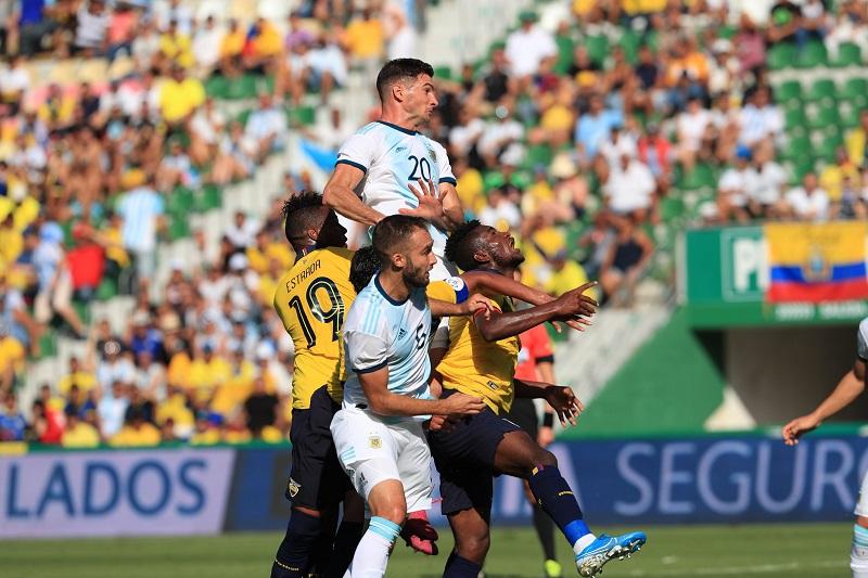 Argentina-Equador-amistoso-Futebol-Latino-Lance-13-10