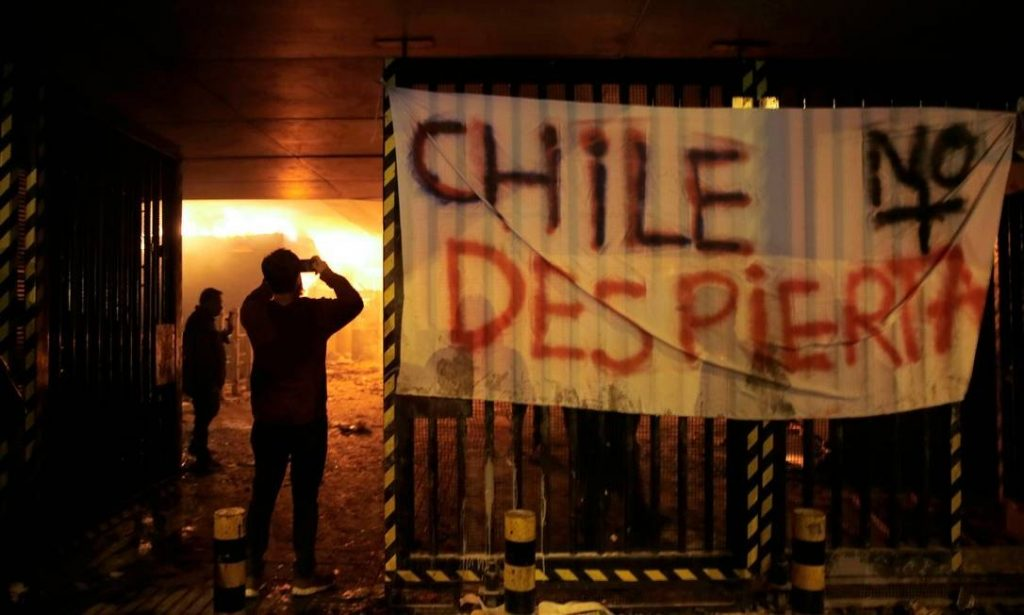 em-meio-a-estado-de-emergencia-jogos-no-chile-sao-suspensos-Futebol-Latino-19-10
