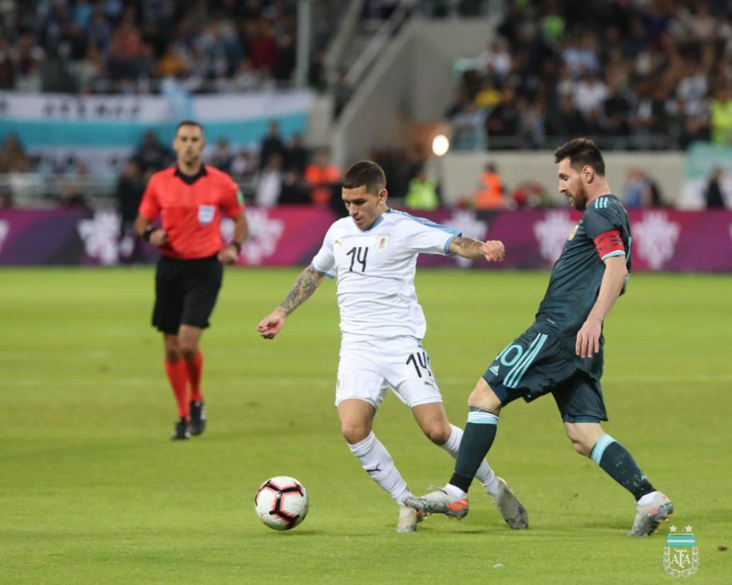 Argentina-Uruguai-amistoso-Futebol-Latino-Lance-18-11