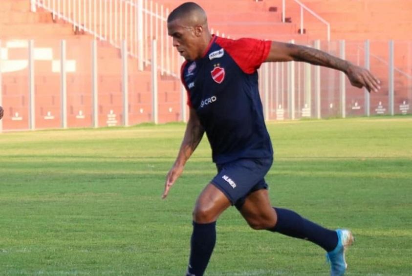 atual-campeao-da-tailandia-se-reforca-com-atacante-brasileiro-mailson-Futebol-Latino-16-12