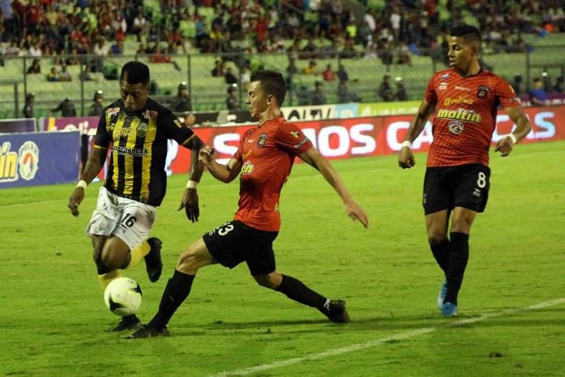 caracas-e-deportivo-tachira-empatam-na-ida-da-final-no-clausura-venezuelano-Futebol-Latino-01-12