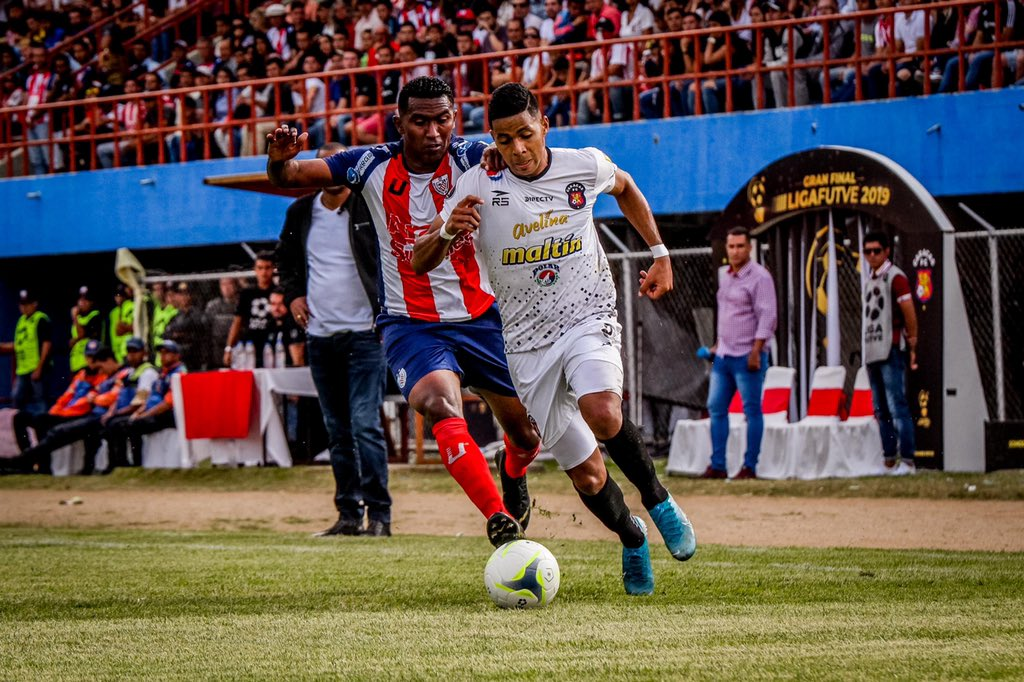 estudiantes-de-merida-empata-com-o-caracas-na-ida-da-decisao-na-venezuela-Futebol-Latino-11-12