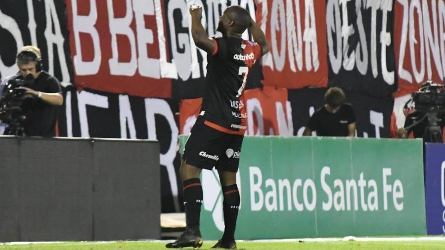 na-argentina-atacante-faz-gol-no-river-plate-e-imita-gabigol-Futebol-Latino-01-12