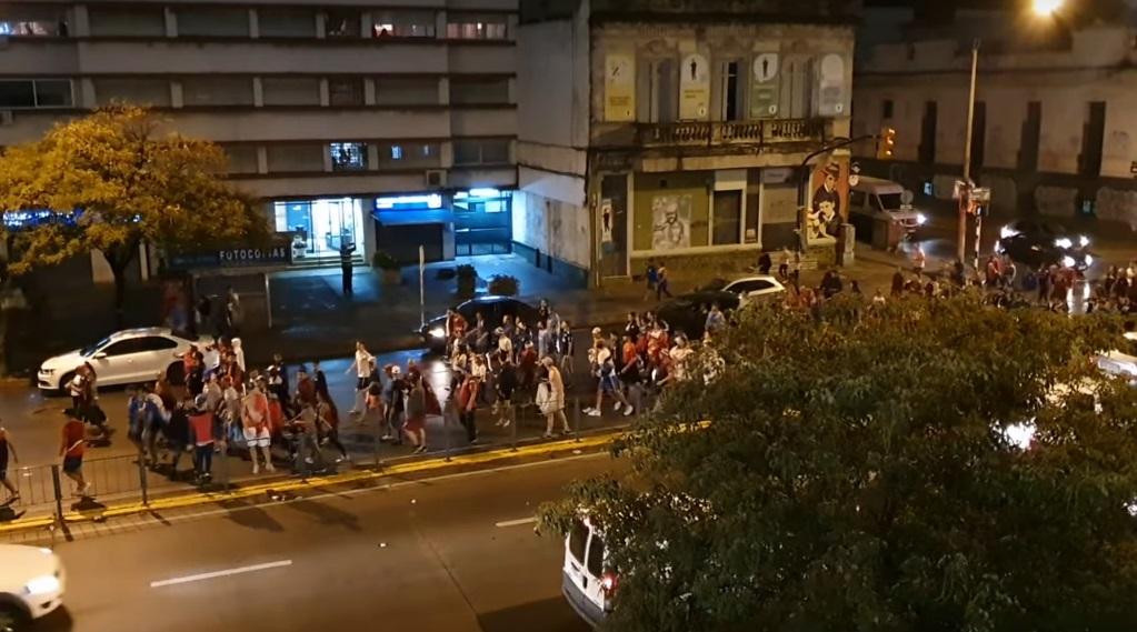 torcedor-do-nacional-e-assassinado-em-meio-a-festa-do-titulo-uruguaio-Futebol-Latino-16-12