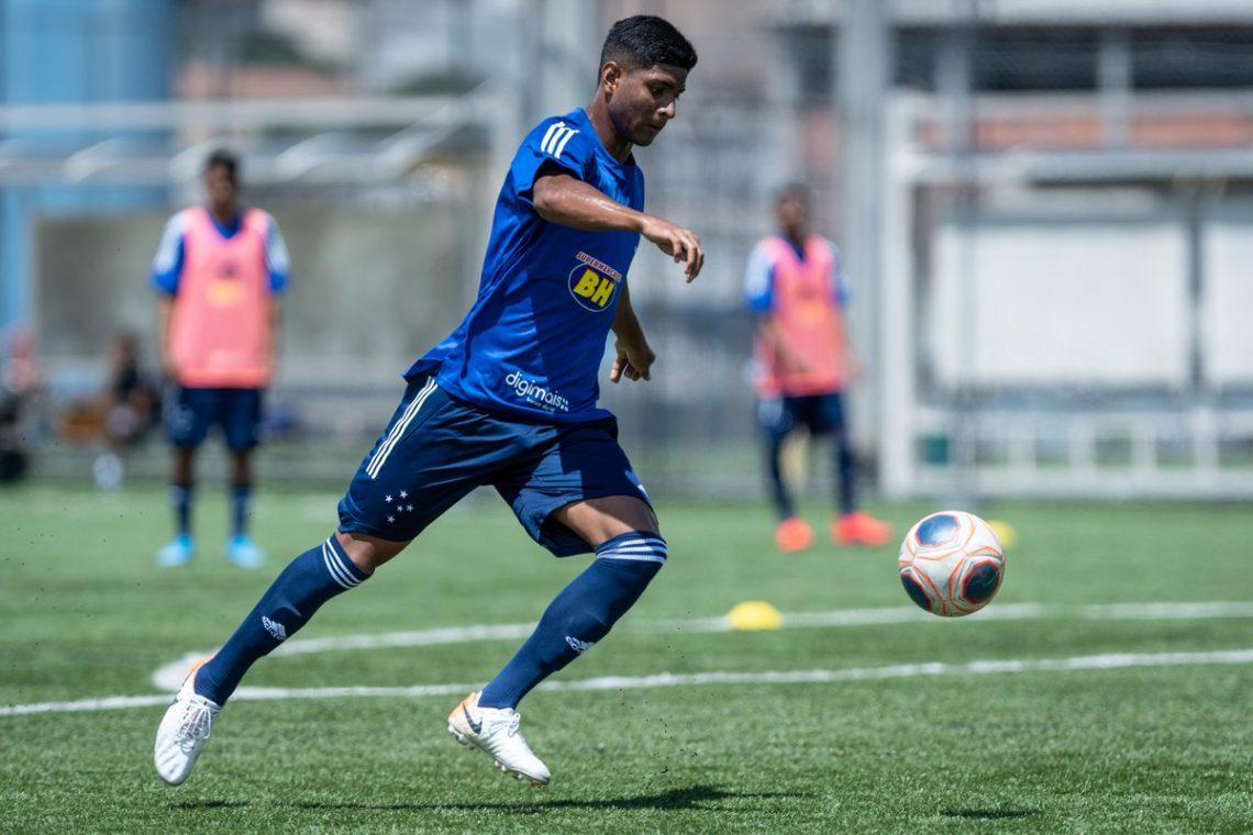 Lateral do Cruzeiro comenta mudança drástica na vida em dois anos Futebol Latino 04-03