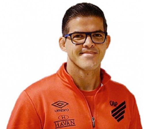 Victor Silvestre Athletico Futebol Latino Lance 23-03