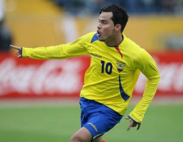 ex-jogador-com-passagem-pela-europa-e-flagrado-dando-soco-em-torcedor-Futebol-Latino-10-03