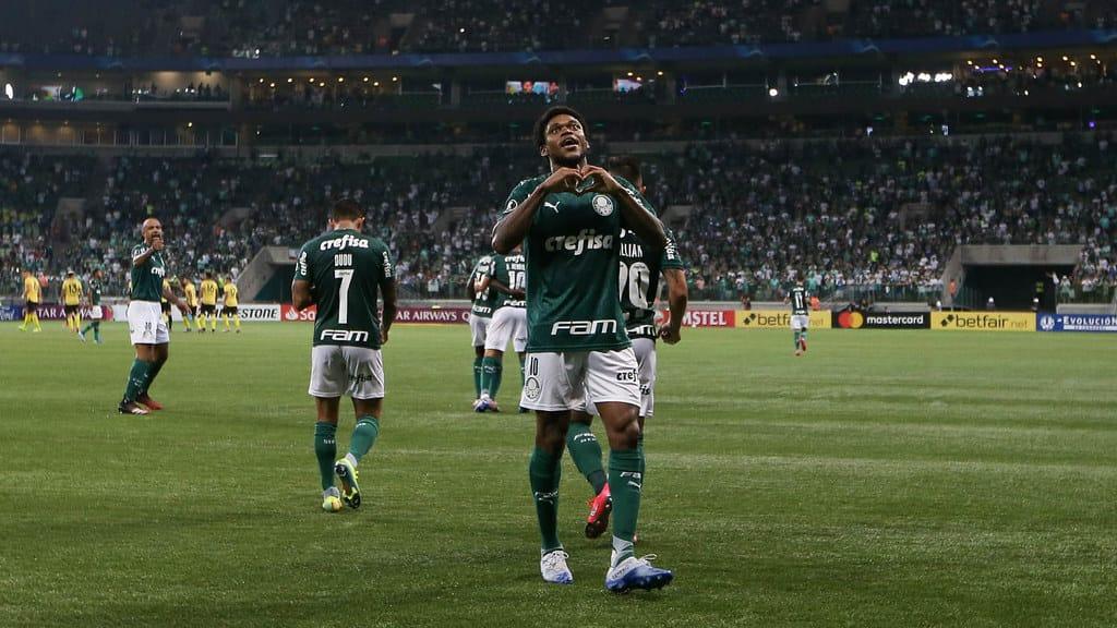 luiz-adriano-e-o-terceiro-jogador-a-marcar-um-hat-trick-em-libertadores-pelo-palmeiras-Futebol-Latino-11-03