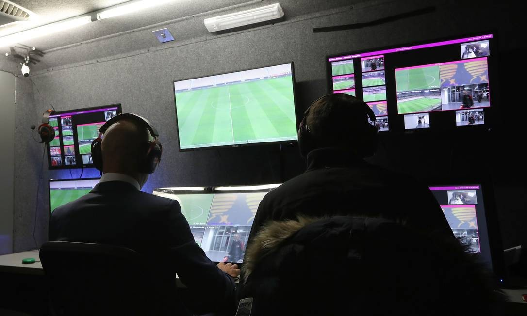 no-chile-pausa-sera-usada-por-arbitros-para-aprimorarem-uso-do-var-Futebol-Latino-23-03
