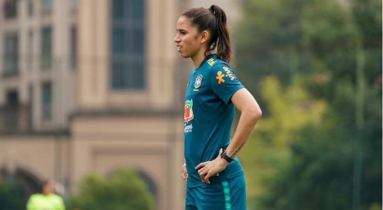 zagueira-brasileira-que-atua-na-china-ja-fala-em-volta-aos-treinos-Futebol-Latino-24-03
